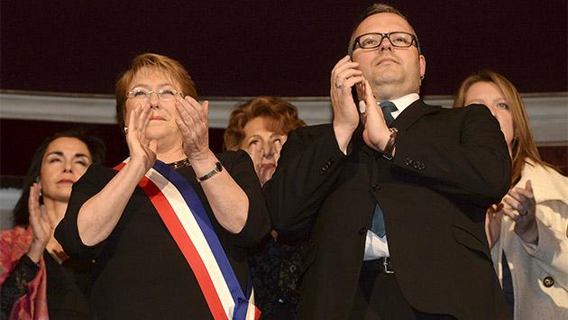La corrupción hunde la política chilena