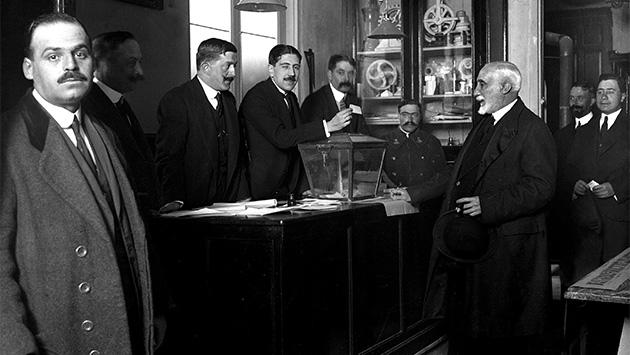La primera muerte del bipartidismo en España