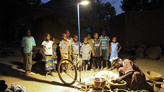 La energía solar ilumina África