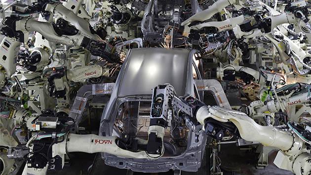 Los robots compiten por el empleo