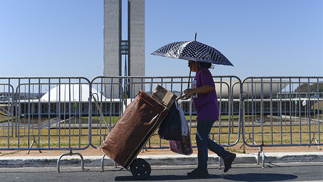 La crisis cambia de manos en Brasil