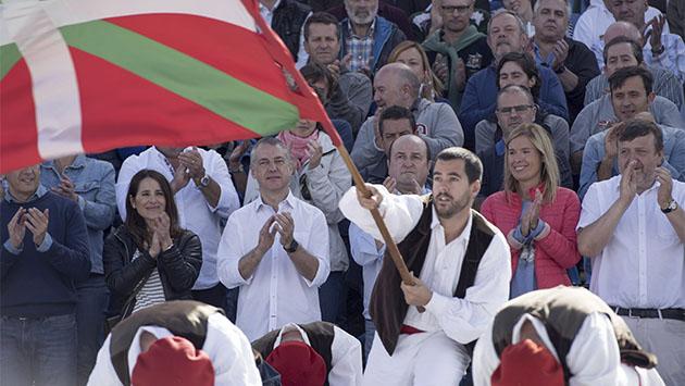 Urkullu se decanta por el PSE y Bildu